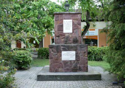 Izsák II.vh emlékmű 2010.05.14. küldő-Sümec