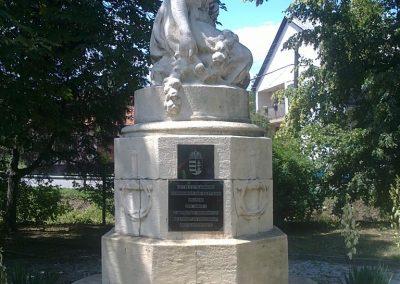 Izsófalva - 1950-ig Disznóshorvát - világháborús emlékmű 2012.06.21. küldő-Pataki Tamás (1)