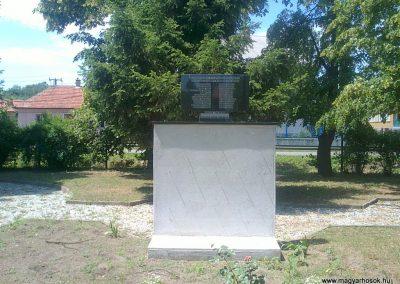 Izsófalva - 1950-ig Disznóshorvát - világháborús emlékmű 2012.06.21. küldő-Pataki Tamás (10)
