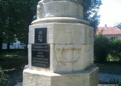 Izsófalva - 1950-ig Disznóshorvát - világháborús emlékmű 2012.06.21. küldő-Pataki Tamás (3)