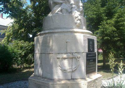 Izsófalva - 1950-ig Disznóshorvát - világháborús emlékmű 2012.06.21. küldő-Pataki Tamás (5)