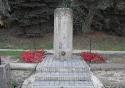 Ják világháborús emlékmű 2009.09.02.küldő-Gyurkusz