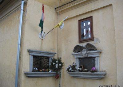 Járdánháza világháborús emléktáblák a templom falán 2008.01.27.küldő-Kalyhas