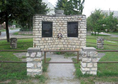 Jásd világháborús emlékmű 2010.07.22. küldő-kalyhas (1)