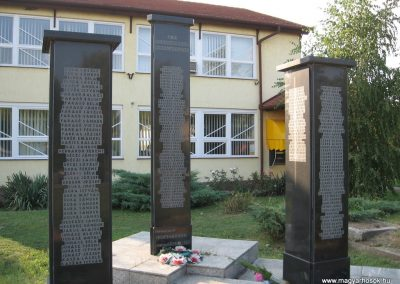 Jászárokszállás II.vh emlékmű 2009.08.25. küldő-kalyhas (2)