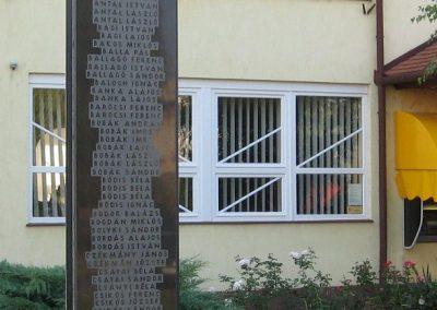 Jászárokszállás II.vh emlékmű 2009.08.25. küldő-kalyhas (4)