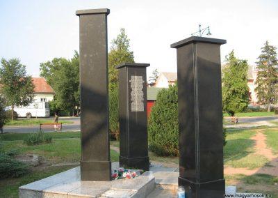 Jászárokszállás II.vh emlékmű 2009.08.25. küldő-kalyhas (6)