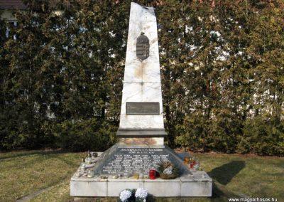Jászjákóhalma II.vh emlékmű átalakítás után 2011.03.11 küldő-kalyhas (1)