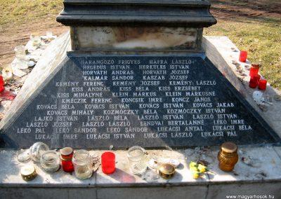 Jászjákóhalma II.vh emlékmű átalakítás után 2011.03.11 küldő-kalyhas (4)