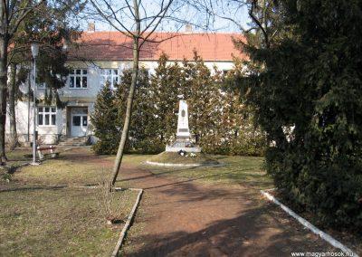 Jászjákóhalma II.vh emlékmű átalakítás után 2011.03.11 küldő-kalyhas