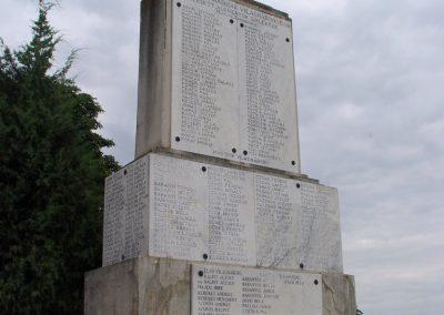 Jászkarajenő világháborús emlékmű 2010.06.24. küldő-Budai Annamária