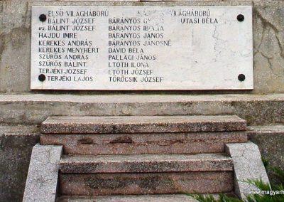 Jászkarajenő világháborús emlékmű 2010.06.24. küldő-Budai Annamária (5)