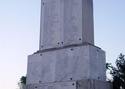 Jászkarajenő világháborús emlékmű 2010.06.24. küldő-Budai Annamária (7)