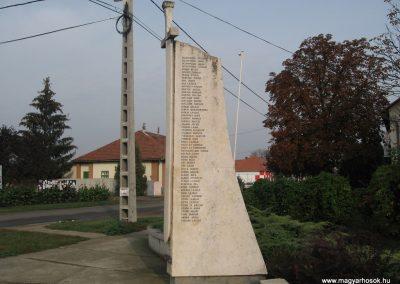 Jászszentandrás II.vh emlékmű 2008.10.16. küldő-Kályhás (4)