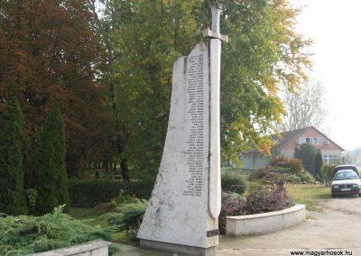 Jászszentandrás II.vh emlékmű 2008.10.16. küldő-Kályhás
