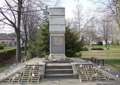 Jászszentlászló II. világháborús emlékmű 2008.04.05. küldő-HunMi