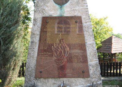 Kács világháborús emlékmű 2007.09.24.küldő-Kályhás (1)