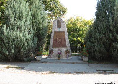 Kács világháborús emlékmű 2007.09.24.küldő-Kályhás