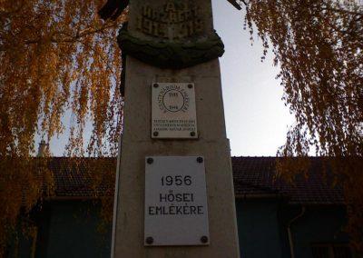 Kál Hősi emlékmű 2006.11.19. küldő-Kályhás (1)