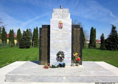 Kállósemjén II.világháborús emlékmű 2012.04.27. küldő-kalyhas (1)