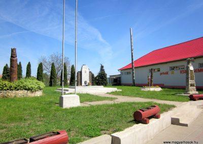 Kállósemjén II.világháborús emlékmű 2012.04.27. küldő-kalyhas (11)