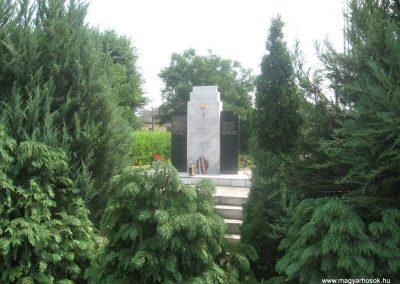 Kálmánháza világháborús emlékmű 2009.07.02.küldő-kalyhas