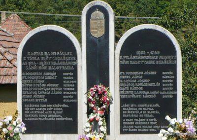 Kánó világháborús emlékmű 2010.08.12. küldő-Gombóc Arthur (1)