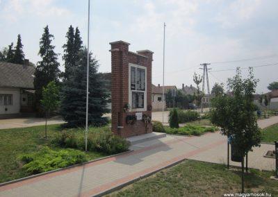 Kántorjánosi világháborús emlékmű 2013.06.22. küldő-kalyhas (6)