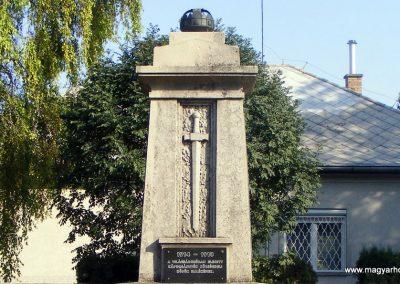 Kápolnásnyék világháborús emlékmű 2012.06.30. küldő-Méri (1)