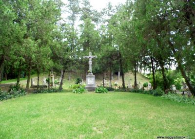 Káptalantóti I. vh. Alsó temető, Szép kereszt és jelképes katonasírok