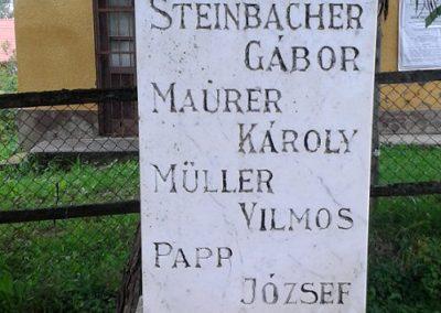 Kára világháborús emlékmű 2014.08.24. küldő-Huber Csabáné (3)