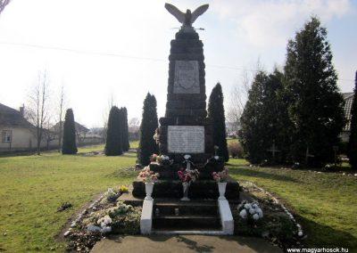 Kázsmárk világháborús emlékmű 2014.02.16. küldő-kalyhas (1)