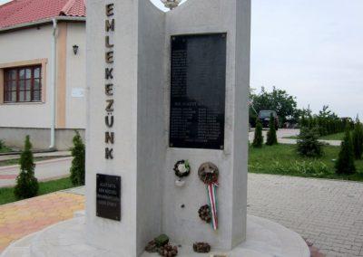 Kék világháborús emlékmű 2013.05.23. küldő-kalyhas (8)