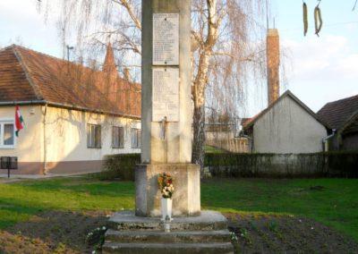 Kékcse világháborús emlékmű 2010.04.03. küldő-Ágca (1)