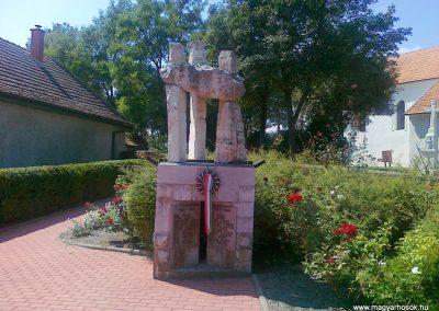 Kékkút világháborús emlékmű 2010.08.12. küldő-Csiszár Lehel