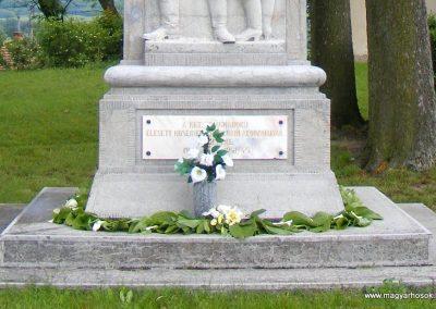 Kéménd világháborús emlékmű 2013.06.02. küldő-Méri (2)