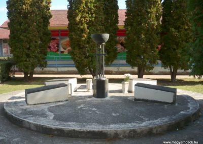 Kéthely II. világháborús emlékmű 2012.10.08. küldő-Sümec (11)