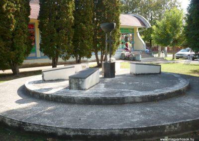 Kéthely II. világháborús emlékmű 2012.10.08. küldő-Sümec