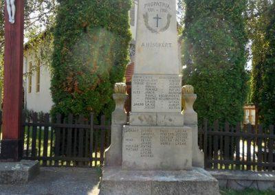 Kézdialmás világháborús emlékmű 2019.06.11. küldő-Fehér Mónika
