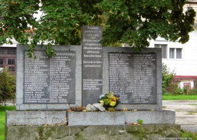 Köbölkút világháborús emlékmű 2014.09.15. küldő-Méri (1)