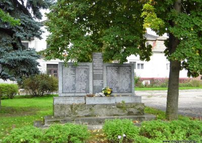 Köbölkút világháborús emlékmű 2014.09.15. küldő-Méri