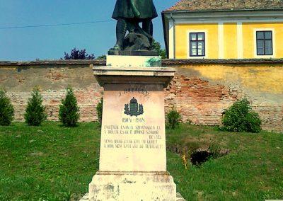 Kölesd világháborús emlékmű 2011.05.25. küldő-Csiszár Lehel (1)