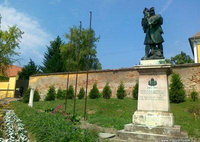 Kölesd világháborús emlékmű 2011.05.25. küldő-Csiszár Lehel