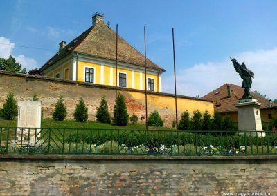 Kölesd világháborús emlékmű 2011.05.25. küldő-Csiszár Lehel (6)