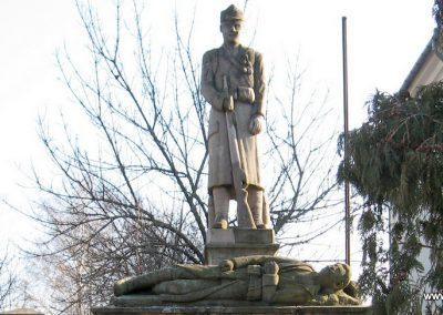 Kömlő világháborús emlékhely 2008.02.25.küldő-kalyhas (1)