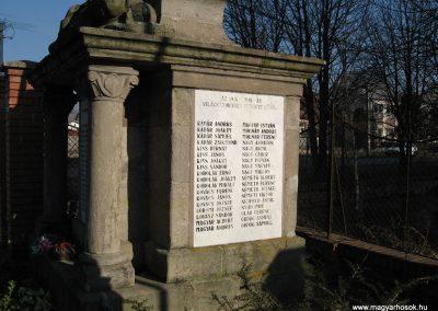 Kömlő világháborús emlékhely 2008.02.25.küldő-kalyhas (4)