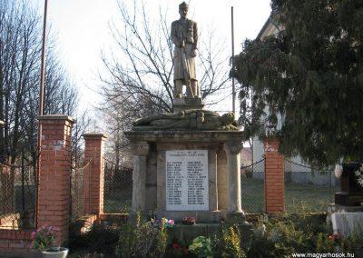 Kömlő világháborús emlékhely 2008.02.25.küldő-kalyhas