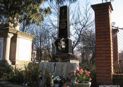 Kömlő világháborús emlékhely 2008.02.25.küldő-kalyhas (6)