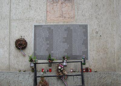 Kömlőd világháborús emléktáblák 2008.07.04.küldő-Kályhás (1)