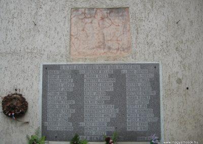 Kömlőd világháborús emléktáblák 2008.07.04.küldő-Kályhás (3)